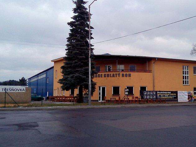 Centrum Třešňovka stále čeká na dobudování, zvenku už ale Zbraslavi ostudu nedělá.