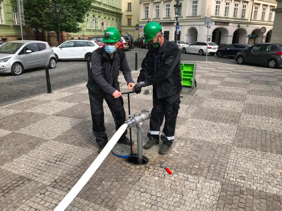Kolektor na Uhelném trhu v Praze.