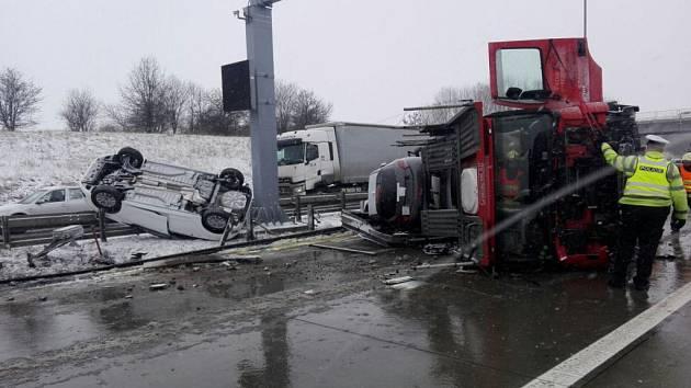 Nehoda kamionu na Pražském okruhu.