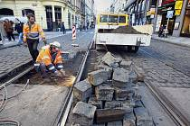 Z důvodu havárie kolejové konstrukce ve Vodičkově ulici v Praze začala 11. listopadu 2010 výluka tramvajového provozu v úseku Jindřišská – Lazarská.