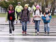 Ke zklidnění dopravní situace u škol mají přispět například i nově vybudované přechody pro chodce.