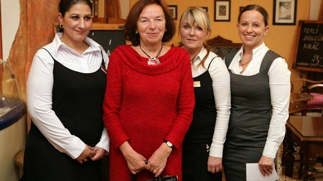 Livia Klausová na návštěvě terapeutického centra