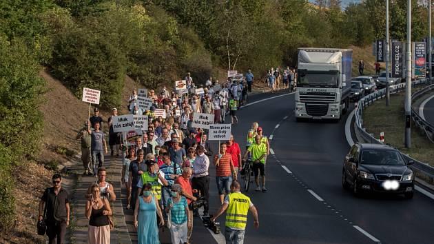 Demonstrace proti kamionům loni v září zablokovala vytíženou Spořilovskou spojku.