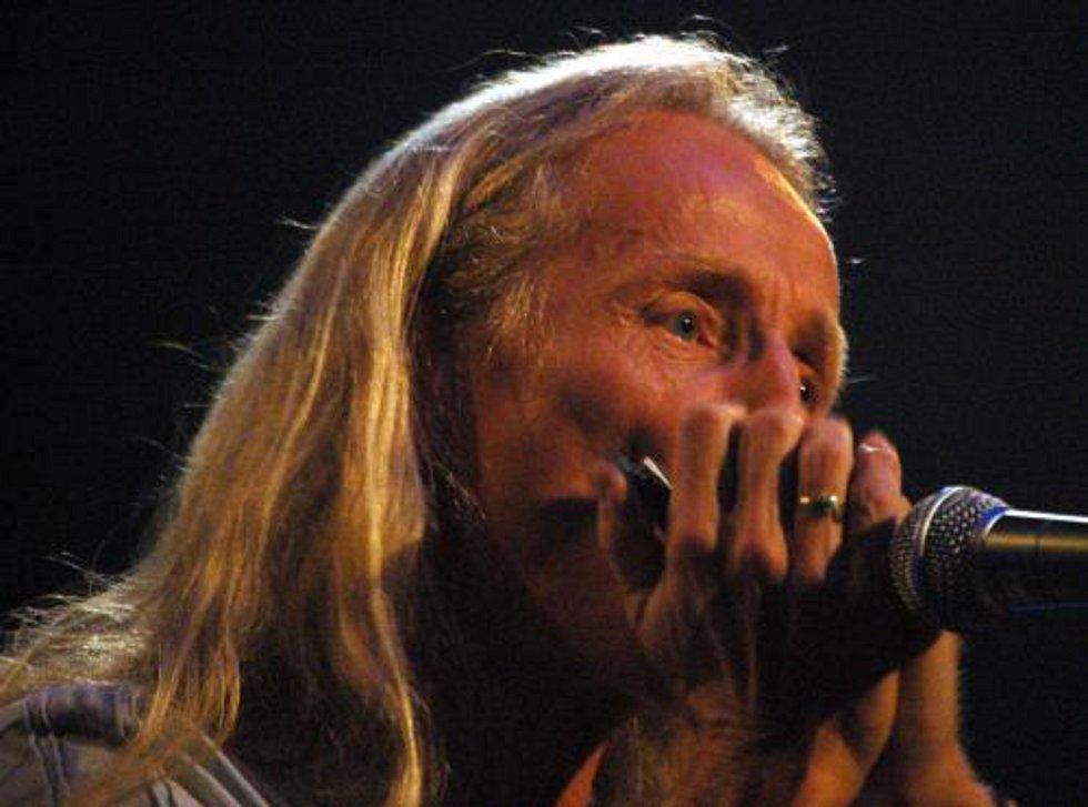 Frontman pražské skupiny Bluesberry Petar Introvič