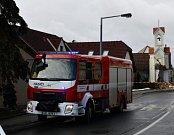 Kamion v Sobíně narazil do kapličky.
