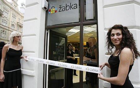 3. dubna byly po tříměsíční pauze otevřeny potraviny Žabka na rohu ulic Jáchymovy a Maiselovy na Praze 1.
