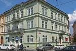 Byt o rozloze 82 m2 v domě na Smetanově nábřeží č. 331 se prodal za 77 750 000,- Kč.