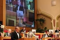 Bohuslav Svoboda při ustavujícím zasedání pražského zastupitelstva.