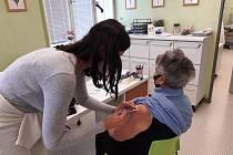 V Praze 7 proběhne přeočkování seniorů nad 80 let druhou dávkou vakcíny.