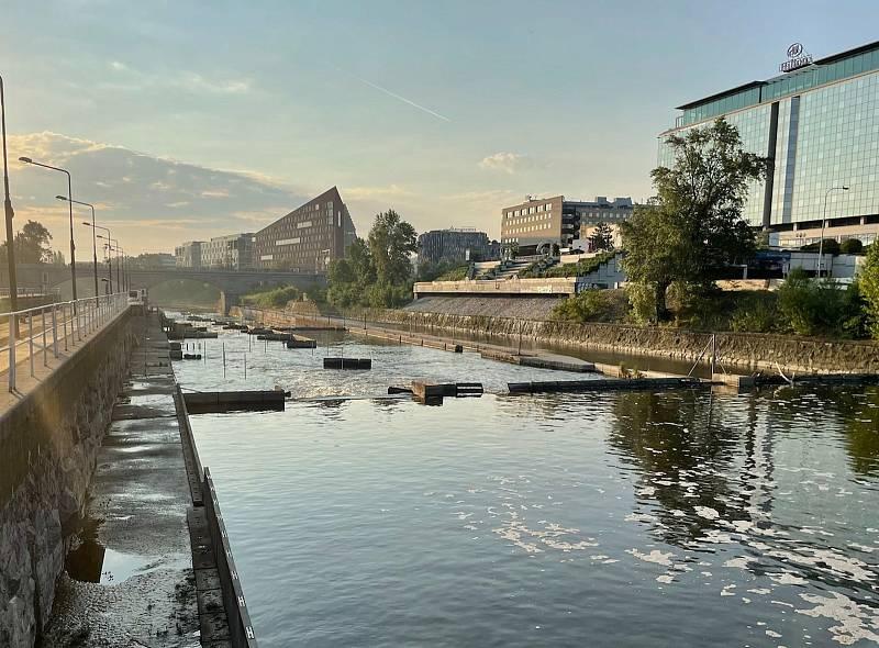 Říční koryto na Štvanici je po léta nevyužité. Svým potenciálem se však vyrovná vodáckému sportovišti v pražské Troji.