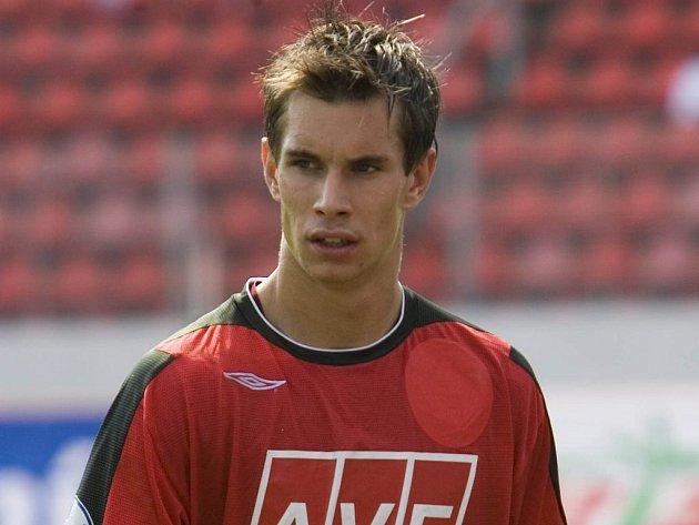 Neslavný odchod ze scény. Dost otrávený opouštěl opavskou fotbalovou arénu brankář Sparty Krč Milan Švenger po hodně přísné červené kartě.