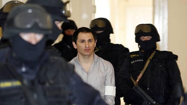 Komplic. Šestadvacetiletý Tagir Tarsžojev sedí také na lavici obžalovaných pro pokus o vraždu.