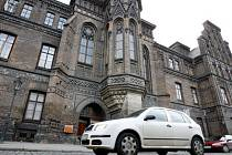 VÍCE MÍST PRO NÁVŠTĚVNÍKY. Praha 2 chystá pro návštěvníky nemocnice dalších 27 parkovacích stání.