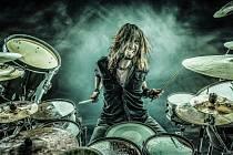 Špičkový bubeník Miloš Meier dnes vystoupí se svojí show v Modré Vopici.