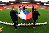 LOUČENÍ. Zápasem se Severním Irskem uzavře svou reprezentační kariéru Marek Jankulovski. (Snímek z úterního nácviku slavnostního ceremoniálu.)