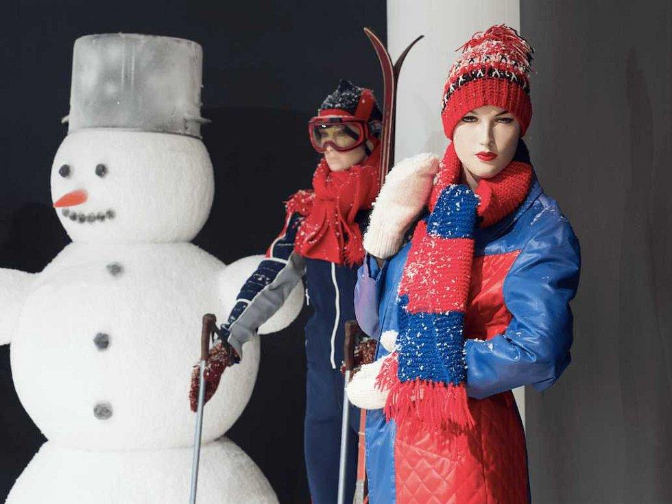 Výstava Retro zima za socíku v pražské Galerie Tančící dům ukazuje dobovou atmosféru v Československu v 70. a 80. letech minulého století před Vánocemi.