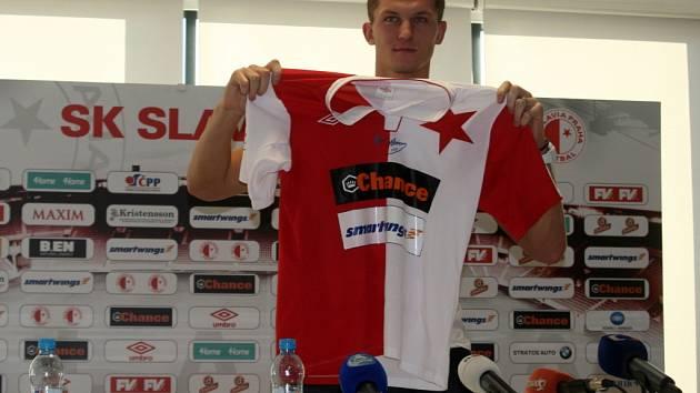 Fotbalový útočník Tomáš Necid se vrátil do dresu pražské Slavie, v němž vyrůstal. Přichází na půlroční hostování z CSKA Moskva. Na podzim byl na hostování v řeckém PAOK Soluň, kde ale prakticky nehrál a jen trénoval.