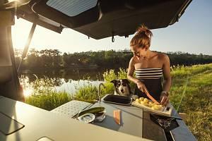 Stále více Čechů tráví dovolenou v tuzemsku a k cestování využívají vlastní automobil.