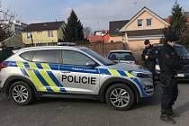 Policisté si došli v rámci celoevropské akce pro několik cizinců, jeden před nimi vyskočil z okna a utekl