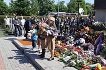 Několik stovek lidí přišlo v sobotu 9. května 2015 na pražské Olšanské hřbitovy na pietní shromáždění u příležitosti 70. výročí osvobození, které svolala Komunistická strana Čech a Moravy.