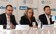 Deník s vámi - Setkání s primátorkou v rezidenci primátora: zleva Adriana Krnáčová, Martin Gillar, Ondřej Boháč.