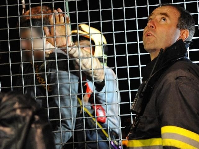 Záchrana sebevraha, který chtěl skočit z Nuselského mostu v Praze.