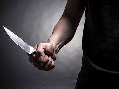 Muž s nožem. Ilustrační foto.