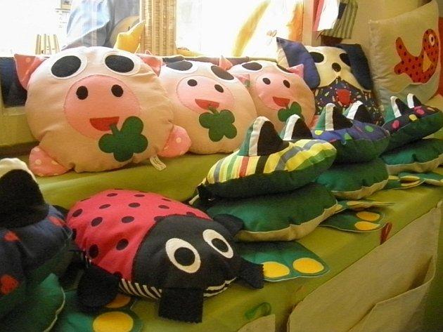 Výstava textilních hraček