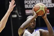 32 BODŮ! Takto skvostnou bilanci měl v Ústí nad Labem basketbalista USK Praha Boris Meno.