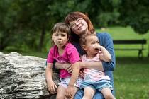 Bára Mirgová s dcerami.