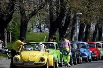 Jarní setkání automobilů brouk na pražském Vítkově