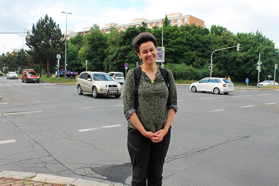 Zastupitelka Prahy 4 Marie Jelínková (Piráti). Její spolek Pankrácká společnost nařkl magistrátní úředníky z podjatosti, kvůli čemuž se stavební řízení protahuje.