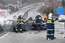Zásah hasičů z Mníšku pod Brdy u dopravní nehody s následným požárem na R7.