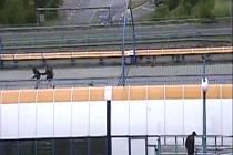 Mladíka, který napadal mladou ženu v tubusu metra, policie rychle dopadla