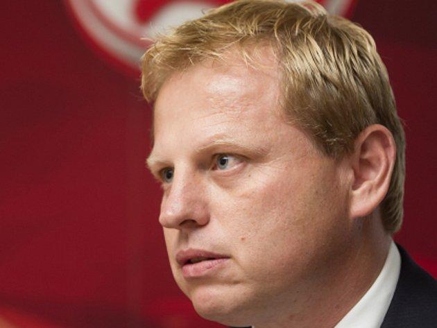 Vladimír Pitter je jediným členem představenstva HC Slavia Praha a při nezájmu majoritního vlastníka je fungování klubu zcela na jeho bedrech.