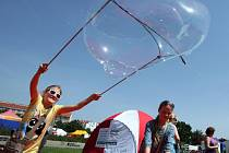 Začala celorepubliková přehlídka volnočasových aktivit pro děti a mládež Bambiriáda,na Vítězném náměstí potrvá do 25.května.