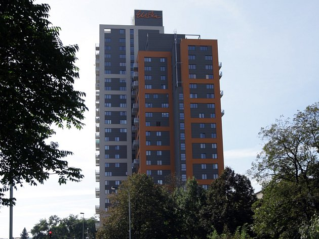Nejvyšší bytový dům v Praze Eliška budí vášně. Někteří patrioti mu zazlívají, že vypadá jako repasovaný panelák.