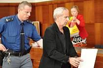 Stanislavu Havlíčkovi, podle typické bundy přezdívanému kriminalisty Bomberman, potvrdil Vrchní soud v Praze sedmiletý trest za sérii loupeží.