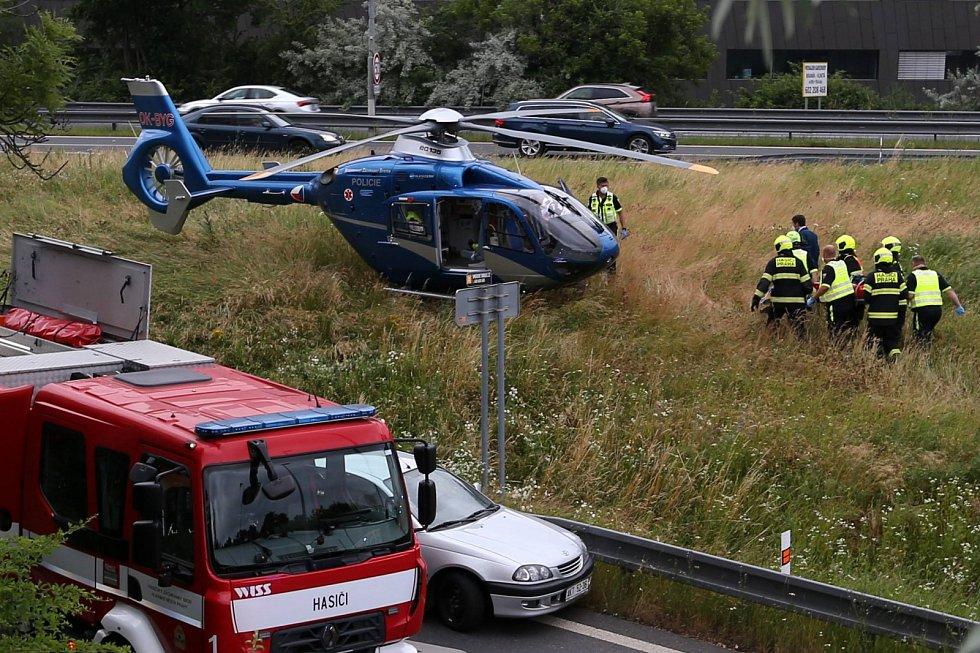 Při nehodě v Michli se zranilo šest lidí.