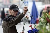 Muži nezapomínají a ženám k MDŽ stále kupují květiny