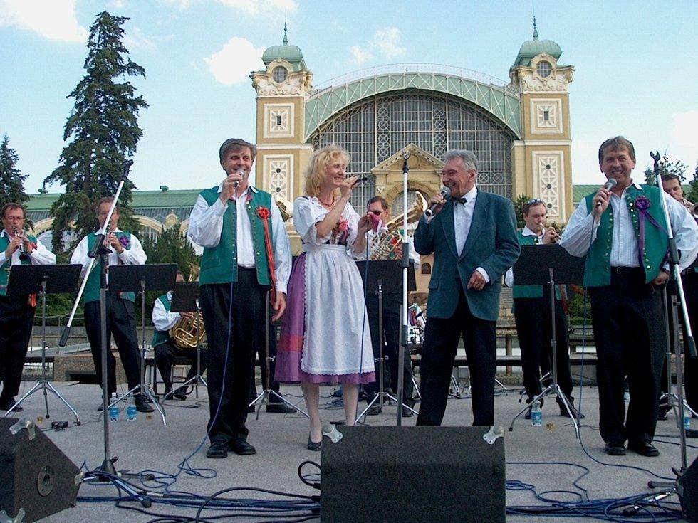 Dechová kapela Krajanka s hostem Josefem Zímou.