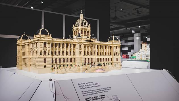 Historie z kostiček stavebnice Lego.
