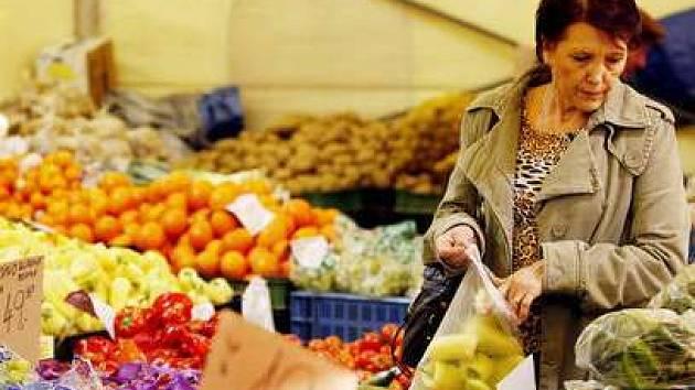 Vyvarovat se nakažení listeriózou můžete i důkladným mytím syrové zeleniny.