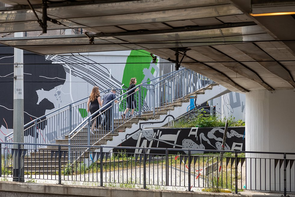 Mural Seifertova, motiv Železniční sítě a Praha.