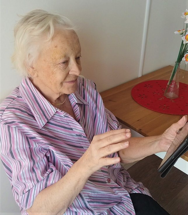 Komunikace s blízkými pomocí tabletů