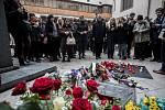 Pietní akt a odhalení pamětní desky k uctění památky Jana Palacha při výročí 50 let jeho upálení proběhlo na nádvoří pražského Karolina, na místě, kde stála jeho rakev v roce 1969.