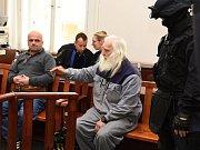 Závěrečné řeči zazněly v úterý 4. května u Městského soudu v Praze, který projednává kauzu loupeže z 25. března 2013, při níž pachatelé na Zličíně stříleli ze samopalu po pancéřované dodávce převážející peníze. Verdikt padne ve čtvrtek 2. června 2016.