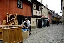 Zlatá ulička v Praze je uzavřena už téměř rok. Turisté do ní vtrhnou v létě.