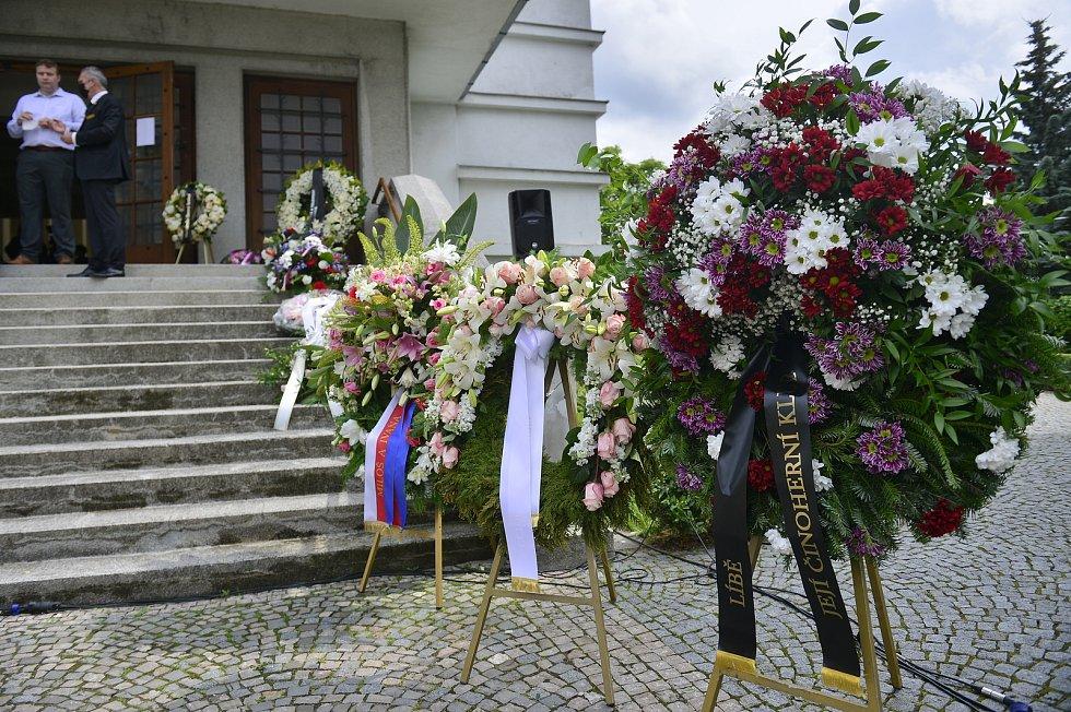 Vkostele sv. Anežky na pražském Spořilově se 25. června 2021 lidé mohli naposledy rozloučit s herečkou Libuší Šafránkovou.