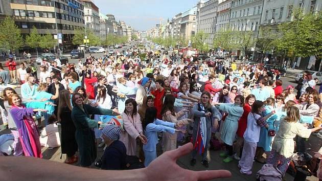 V sobotu 9. dubna se v Praze konala recesistická akce PYJAMOS metro ride.
